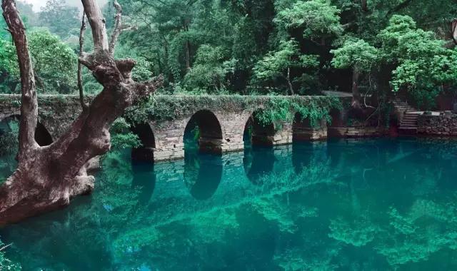 贵州黄果树瀑布、荔波小七孔、西江苗寨、梵净山、镇远古镇双飞六日
