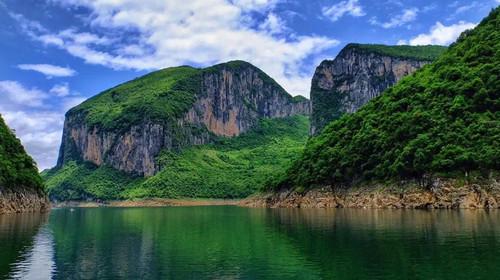 恩施大峡谷、大清江、土司城、梭布垭、女儿城、老城印象五日游