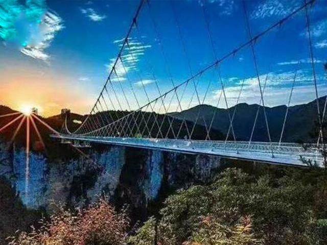 长沙、韶山、黄龙洞、张家界森林公园、金鞭溪、天门山、凤凰古城双卧六日游