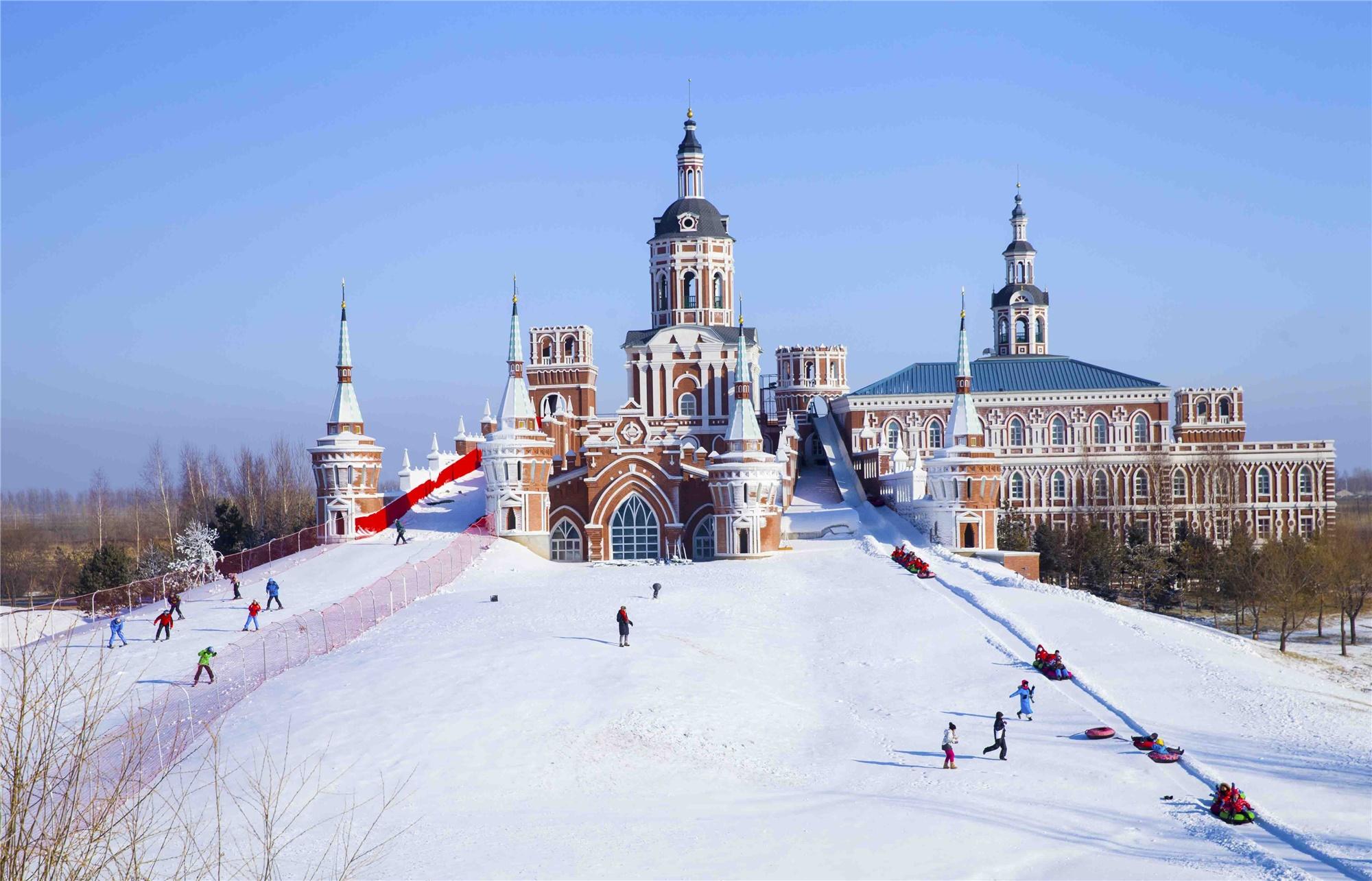 哈尔滨·中国雪乡·亚布力 5S 滑雪场·伏尔加庄园·冰雪画廊·梦幻家园·雪地温泉马拉爬犁·冰凌谷·俄罗斯家访·冬捕·中央大街·索菲亚教堂