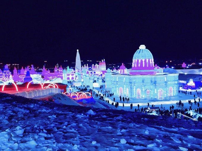 哈尔滨冰雪大世界·中国雪乡·羊草山·雪地摩托·冰雪十里画廊·梦幻家园·二人转亚布力5S滑雪场·冰凌谷·万嘉森林酒店雪地真温泉
