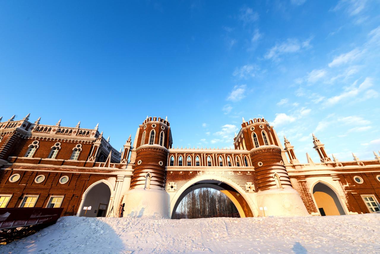 哈尔滨、中国雪乡、伏尔加庄园、梦幻家园、冰雪画廊、牧雪山村、亚布力滑雪雪地温泉双飞6日游
