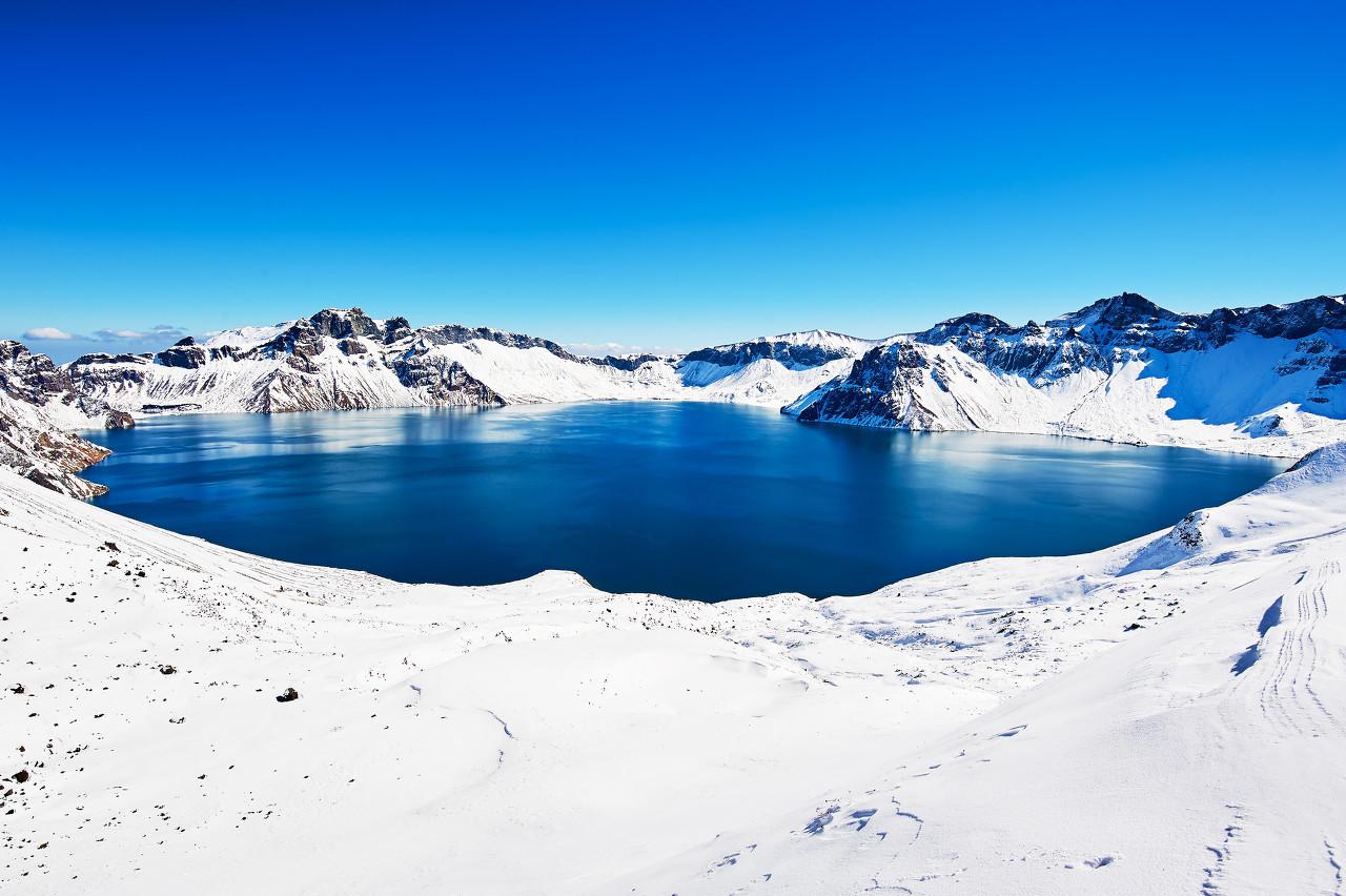 长春、万科滑雪、长白山天池、雪地温泉、亚布力滑雪、中国雪乡双卧8日游
