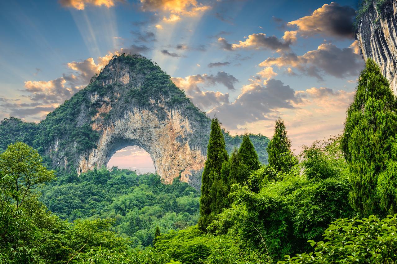 桂林、大漓江、银子岩、古东瀑布、靖江王城双飞5日游