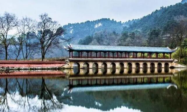 贵州黄果树、天星桥、荔波大小七孔、龙门镇、西江千户苗寨纯玩双飞6日游