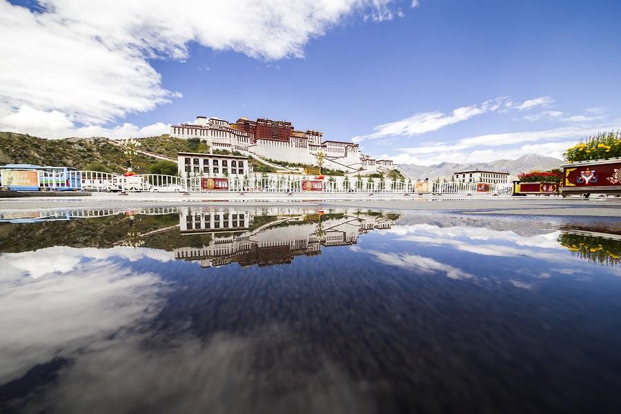 西藏布达拉宫、羊卓雍措、南伊沟、雅尼湿地、巴松措、雅江双卧十日游